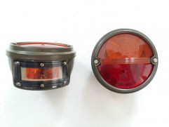 Svetlo zadné kruhové 2-dielne ľavé oranžovo-červené s osvetlením ŠPZ